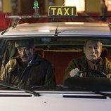 Antonio Alcántara se monta en un taxi en 'Cuéntame cómo pasó'