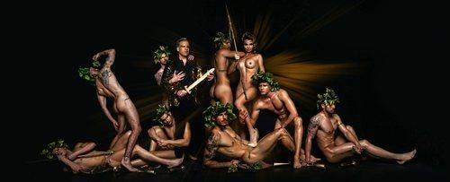 María Lapiedra, como una guerrera, desnuda, en la portada de Priemera Línea