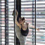 Bailarina de clásico calentando para el casting de 'Fama a bailar 6'