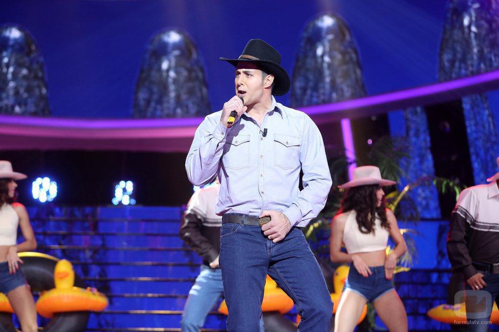 """David Amor canta """"Arriba y abajo"""" de Coyote Dax en la gala 18 de 'Tu cara me suena'"""