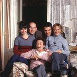 Los protagonistas de '7 vidas' en el sillón de Amparo Baró