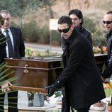 Escena del funeral de Isaac en 'Física o química'
