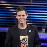 Christian Gálvez sonriente como presentador de 'Operación Tony Manero'