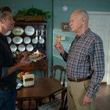 Timothy Olyphant y Gerald McRaney en la segunda temporada de 'Santa Clarita Diet'