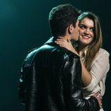 """Alfred besando a Amaia en el rodaje del videoclip de """"Tu canción"""""""