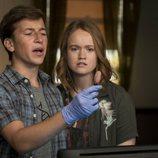 Liv Hewson y Skyler Gisondo en la segunda temporada de 'Santa Clarita Diet'