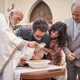 Berto y Sandra bautizan a Lucas en 'Mira lo que has hecho'