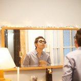 Berto se mira en el espejo en 'Mira lo que has hecho'