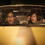 Berto, Sandra y unos amigos en el coche en 'Mira lo que has hecho'