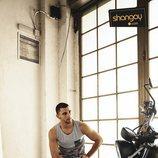 César Mateo ('El accidente') muestra sus dotes de modelo para Shangay