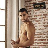 César Mateo, de 'El accidente', posa sin camiseta para Shangay
