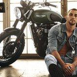 César Mateo ('El accidente') posa sensual junto a una moto para Shangay