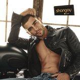 César Mateo ('El accidente') posa con su definido torso al desnudo para Shangay