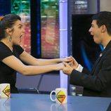 Amaia y Alfred, agarrados de las manos durante su visita a 'El Hormiguero'