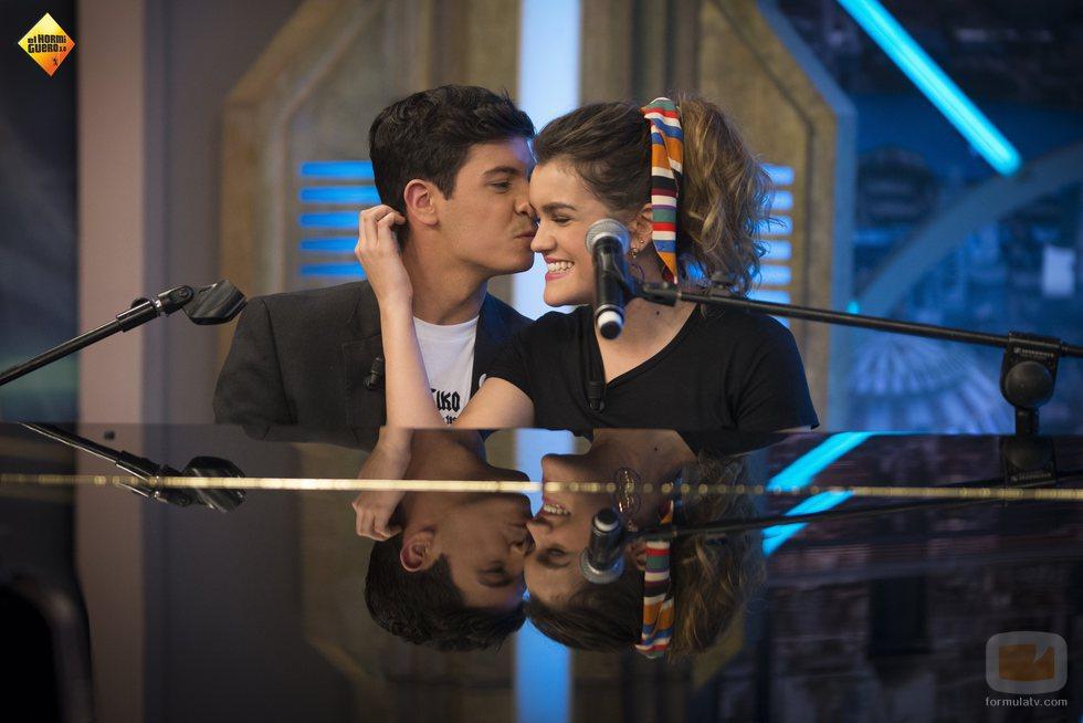 """Alfred besa a Amaia tras interpretar """"City of stars"""" en 'El Hormiguero'"""