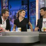 Amaia y Alfred junto a Pablo Motos y Trancas en 'El Hormiguero'