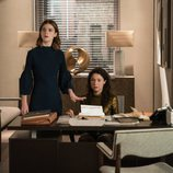 Rose Leslie y Sarah Steele en una escena de 'The Good Fight'