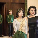 Anna Castillo y Debi Mazar como Pilar y Ava Gardner en 'Arde Madrid'