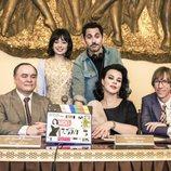 Anna Castillo, Debi Mazar y Paco León, durante el rodaje de 'Arde Madrid'