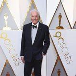 Christopher Plummer posa en la alfombra roja de los Oscar 2018