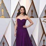 Ashley Judd  posa en la alfombra roja de los Oscar 2018