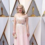 Elisabeth Moss posa en la alfombra roja de los Oscar 2018
