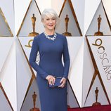 Helen Mirren posa en la alfombra roja de los Oscar 2018