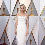 Margot Robbie posa en la alfombra roja de los Oscar 2018