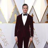 Armie Hammer posa en la alfombra roja de los Oscar 2018