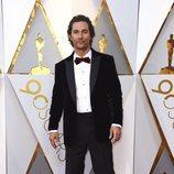 Matthew McConaughey posa en la alfombra roja de los Oscar 2018