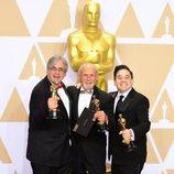 Mark Weingarten, Gregg Landaker y Gary A. Rizzo posan con el Oscar a Mejor Mezcla de Sonido