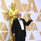 James Ivory posa con el Oscar a Mejor Guion Adaptado