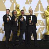Richard R. Hoover, Paul Lambert, Gerd Nefzer y John Nelson posan con el Oscar a Mejores Efectos Especiales