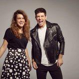 Amaia y Alfred, muy sonrientes, en el posado oficial para Eurovisión 2018