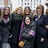 Susanna Griso junto a sus compañeras de 'Espejo Público' en la manifestación del 8 de marzo