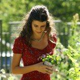 Fatmagül disfruta del jardín en la telenovela turca 'Fatmagül'