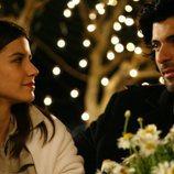 Fatmagül y Kerim comparten una mirada en la primera temporada de la telenovela turca 'Fatmagül'