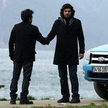 Vural suplica el perdón de Kerim en la primera temporada de la telenovela turca 'Fatmagül'