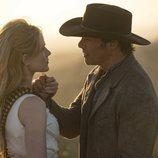 Dolores y Teddy, en la segunda temporada de 'Westworld'