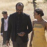Bernard Lowe y Maeve en la segunda temporada de 'Westworld'