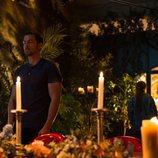Mario Plágaro hace una ofrenda como Edrián en 'Cupido'