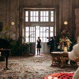 Michelle Calvó graba caracterizada como Chloe en 'Cupido'