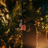 Mario Plágaro lanza una flecha como Edrián en 'Cupido'