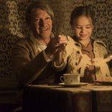 Picasso juega con una niña en la segunda temporada de 'Genius'