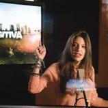 Ana Guerra canta en la grabación de la sintonía de cabecera de 'Fugitiva'