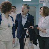 Maritxu y Benjumea en la clínica en el primer capítulo de la cuarta temporada de 'Allí abajo'