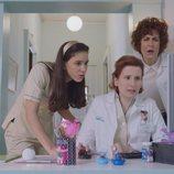 Dolores, Ángela y Rocío en el primer capítulo de la cuarta temporada de 'Allí abajo'