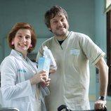 Salva Reina y Mari Paz Sayago posan para la cuarta temporada de 'Allí abajo'