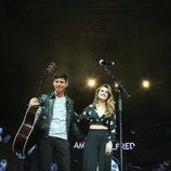 Alfred y Amaia saludan al público en La noche de Cadena 100