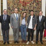 Alfred y Amaia junto a Eladio Jareño y representantes de Portugal en la embajada